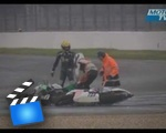 An unusual crash for two motorcycle racers